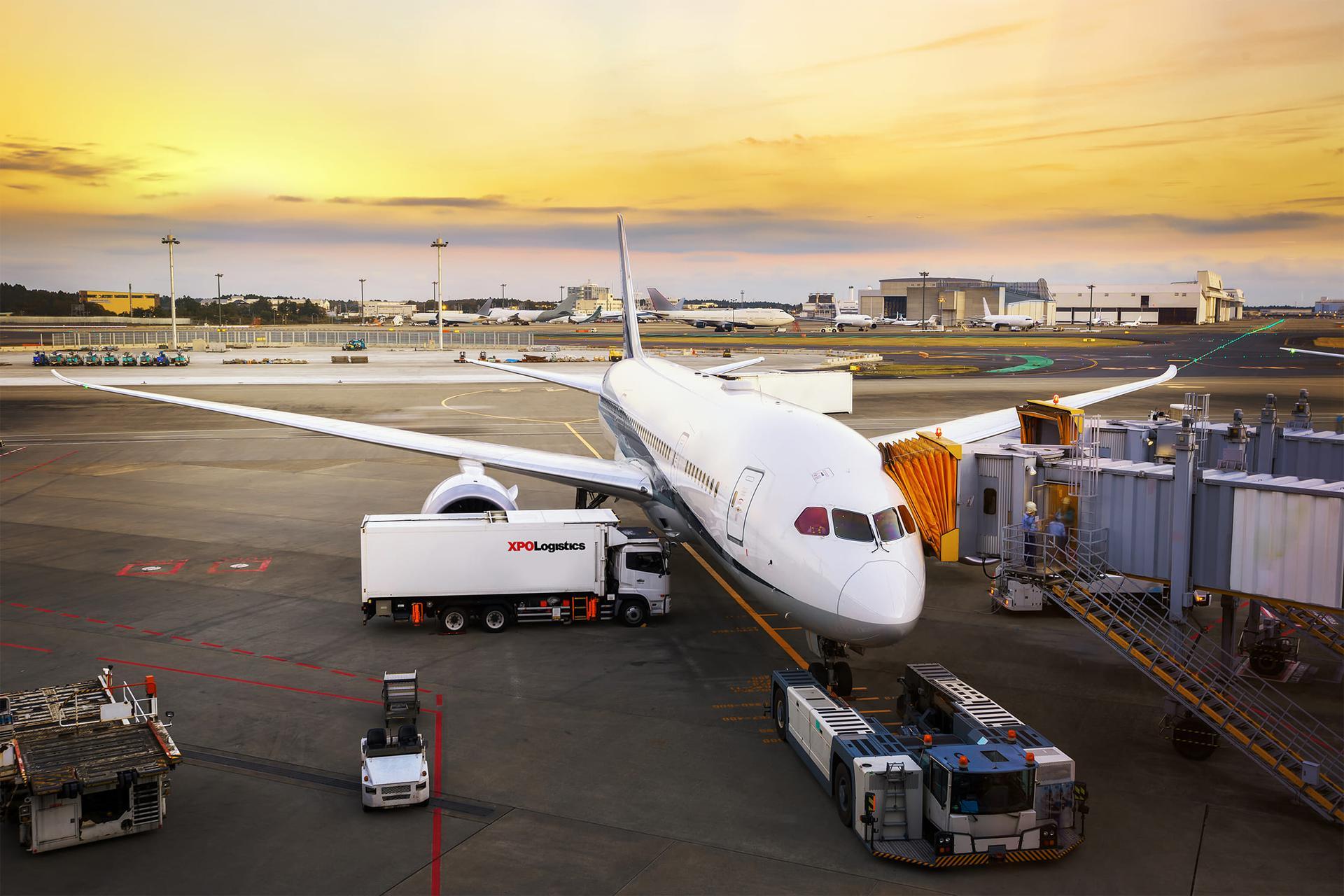 СМИ: Объемы авиаперевозок в мире достигли минимальных значений