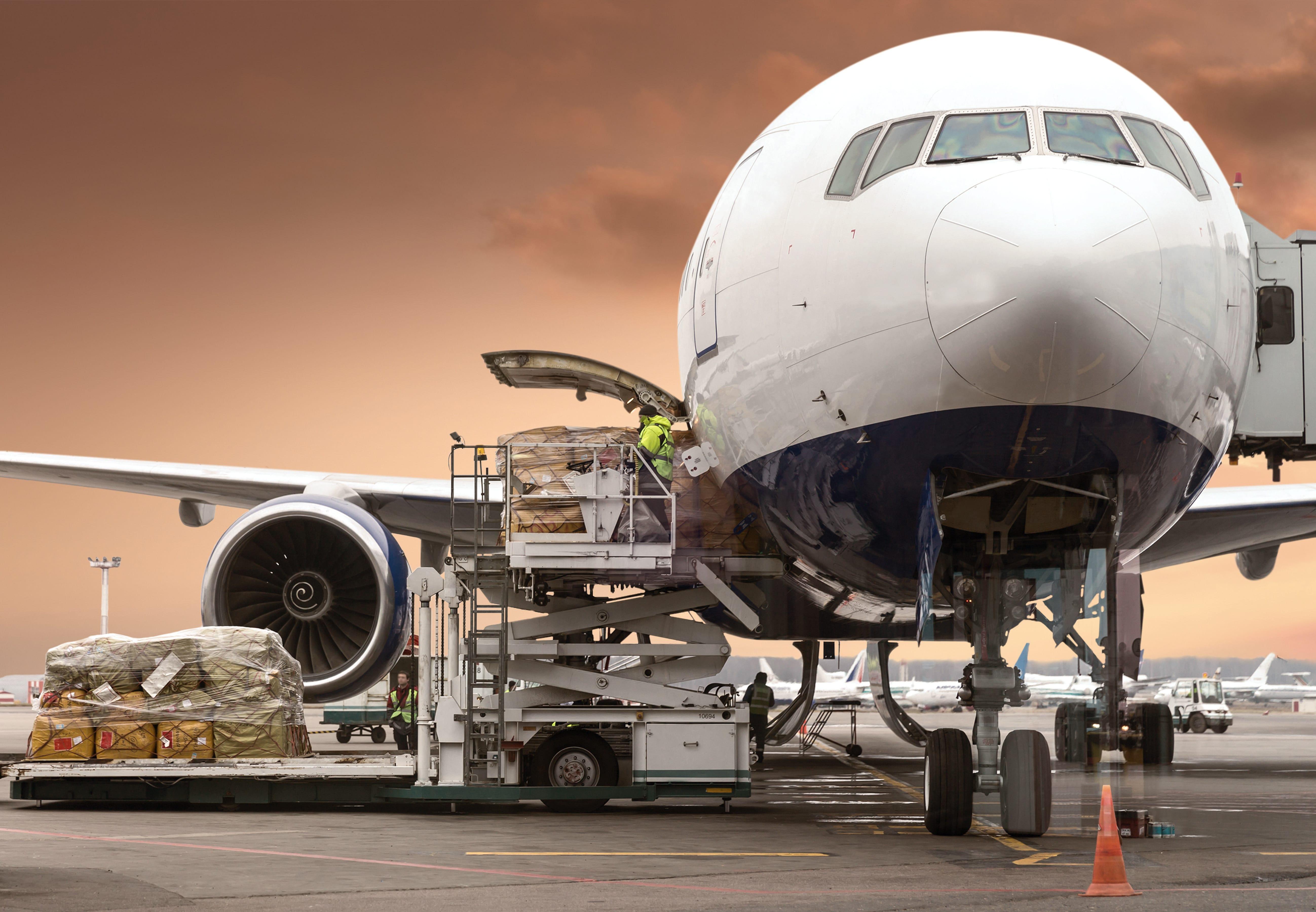 IATA: грузовые авиаперевозки в мире в марте упали на 15,2 %
