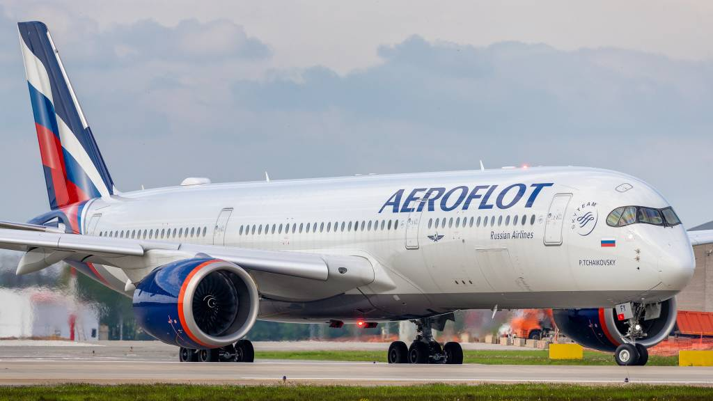 Объём авиаперевозок в мире снова падает и составляет 58% от допандемийного уровня